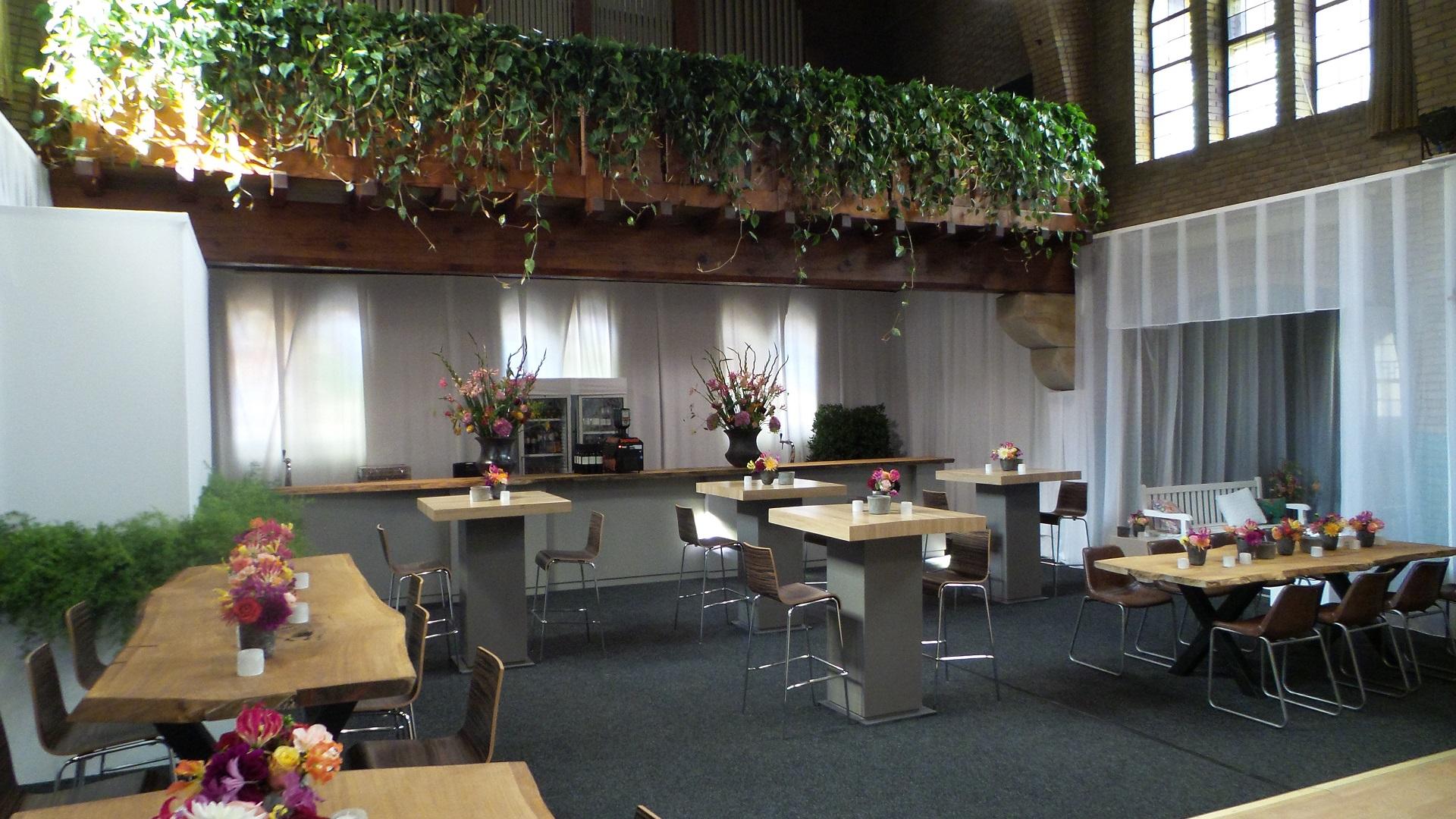 Feest 40ste verjaardag in een klooster ten kate flowers for Boomstam decoratie