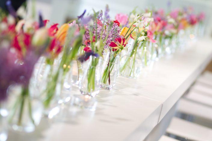 tafeldecoratie voorjaarsbloemen