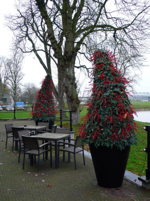 kerstdecoratie met rode ilex