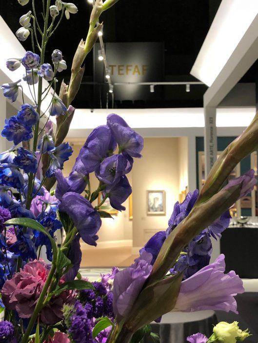 close up van bloemdecoratie tijdens TEFAF NY