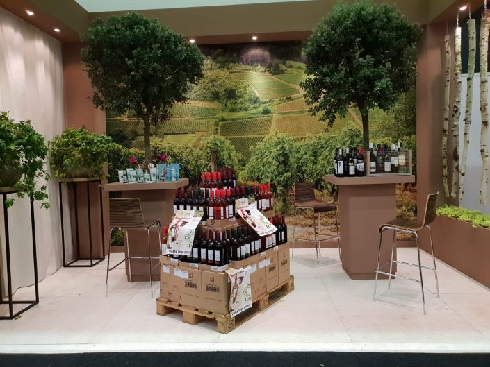 natrada, biologische wijn, standbouw, laurierboom, wijngaard